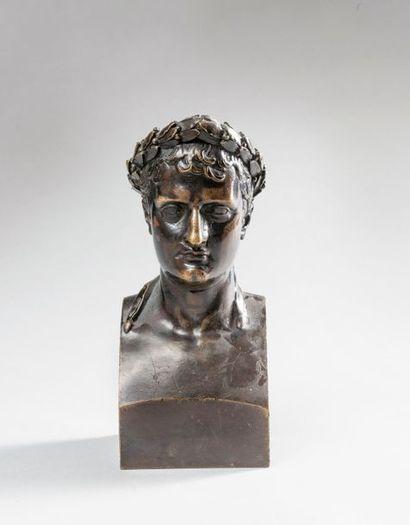 ANTOINE-DENIS CHAUDET (1763-1810), D'APRES. Buste de Napoléon Ier représenté en...