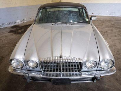 Daimler V12 Berline LWB Daimler V12 Berline LWB 1976 N° châssis ou moteur : 2K 50...