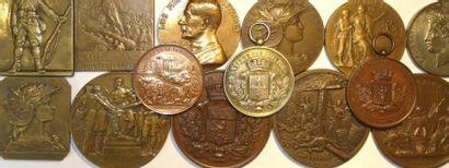 Armée et militaria : lot de 14 médailles