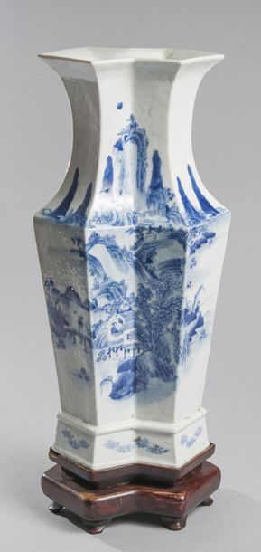 VASE À DOUBLE CORPS en porcelaine bleu blanc...
