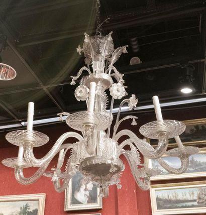 LUSTRE en verre clair à huit bras de lumière...