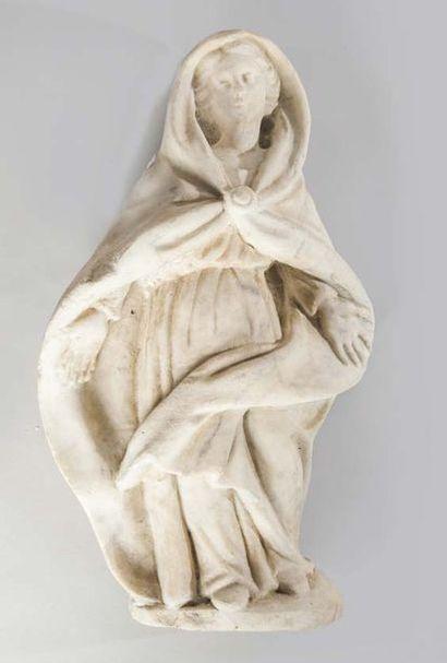 VIERGE lovée dans un grand manteau Marbre,...
