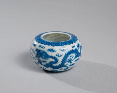RINCE-PINCEAU en porcelaine bleu blanc à...