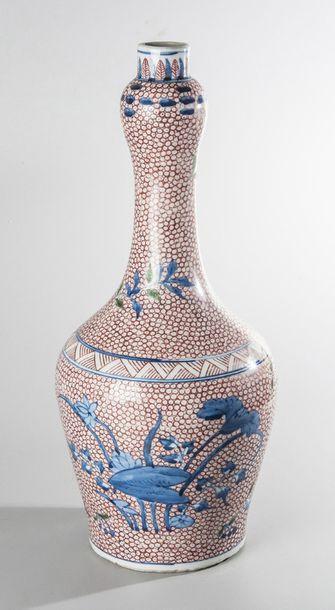 Vase bouteille de forme balustre à long col...