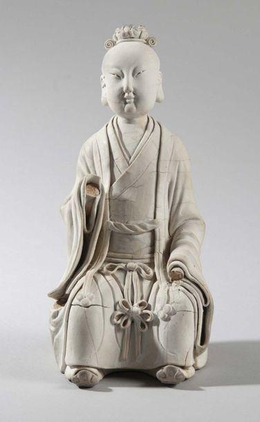 STATUETTE en porcelaine Qinbai non émaillée...