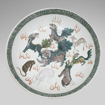 Grande assiette en porcelaine à décor en...