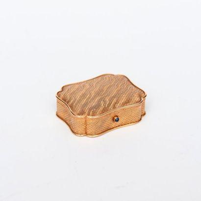 Boucheron Paris, Petite boîte en or à décor...