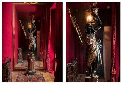 Porte-lumière en bois sculpté  et polychrome...