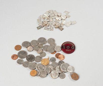 Lot de pièces diverses et plaquettes en argent...