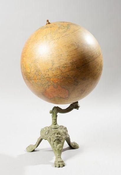 Globe terrestre, socle en fonte. Haut. :...