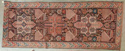 Tapis galerie à décor de motifs géométriques.  Caucase, fin du XIXe siècle.   -...