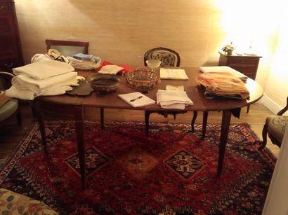 Table demi-lune en acajou formant table de salle à manger  XIXe siècle.  A allonges...