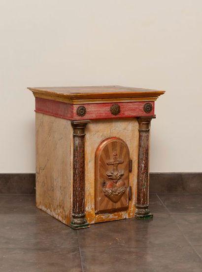Tabernacle en bois peint à l'imitation de...