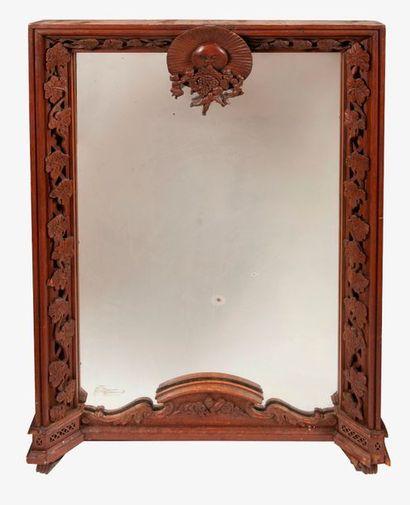 Miroir trumeau en bois naturel à décor sculpté...