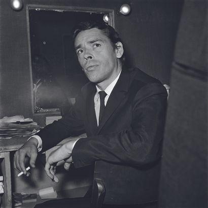 AFP AFP  Jacques Brel dans sa loge de l'Olympia, le 7 octobre 1966, lors d'une de...