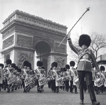 AFP AFP  La garde royale britannique défile sur l'avenue des Champs-Elysées avant...