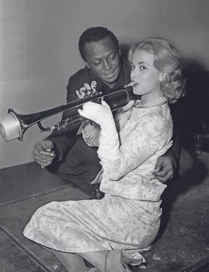 AFP AFP  Le trompettiste américain Miles Davis et l'actrice française Jeanne Moreau...