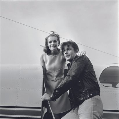 AFP AFP - P. LOUIS  Romy Schneider et Alain Delon le 12 août 1968 à Nice.  Photographie...