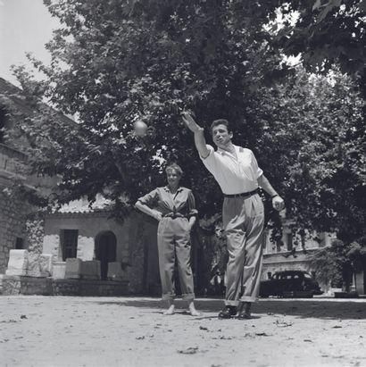 AFP AFP  Yves Montand et Simone Signoret, en juillet 1951 à Saint-Paul de Vence....