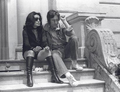 AFP AFP  John Lennon et Yoko Ono durant le Festival de Cannes le 17 mai 1971 à l'occasion...