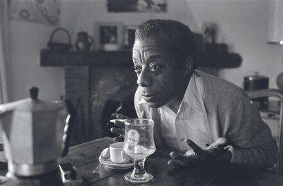 AFP AFP - Ralph GATTI  James Baldwin, chez lui, à Saint-Paul-de-Vence, le 6 novembre...
