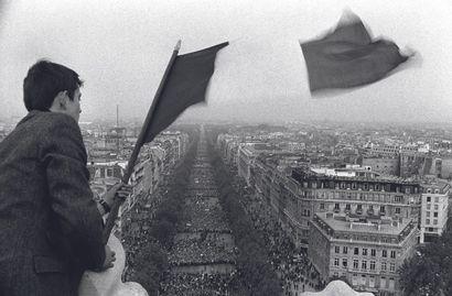 AFP AFP  Rassemblement en soutien au Président de Gaulle sur les Champs-Elysées le...