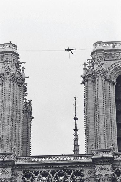 AFP AFP  Le funambule Philippe Petit entre les tours de Notre-Dame à Paris, en juin...