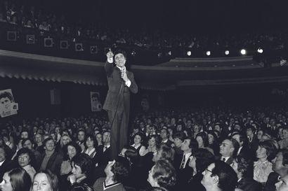 AFP AFP  Gilbert Bécaud en concert à l'Olympia, le 20 mars 1973.  Photographie sur...