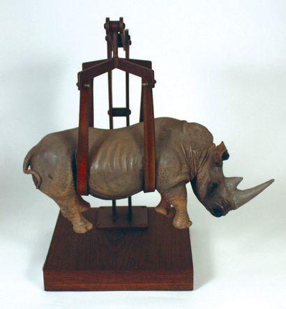 BOMBARDIERI Stefano (Italien, né en 1968) Il peso del tempo sospeso/rhino, 2015 Bronze...