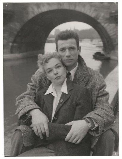Simone Signoret et Yves Montand à Paris Environ trente-sept tirages noir et blanc...