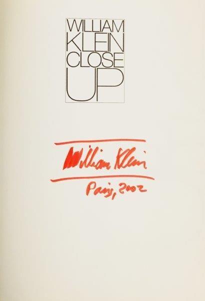 KLEIN William, Close Up, édition Thades & Hudson, 1989 , signé et daté Paris, 2002...