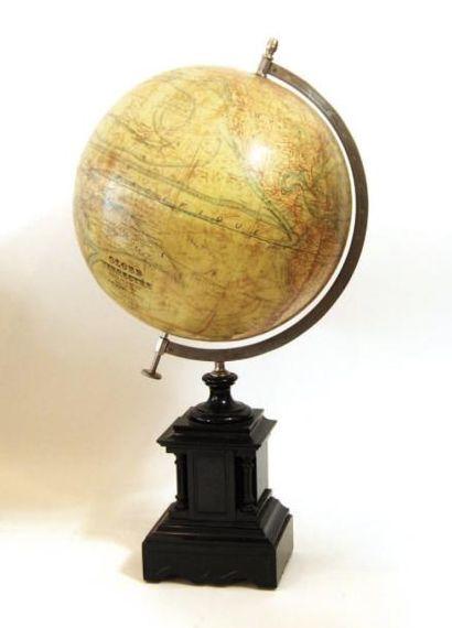 Globe terrestre à monture polaire inclinée...