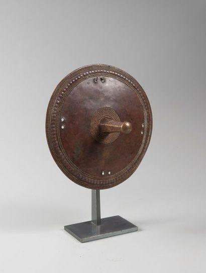 Ornement de coiffure en alliage de cuivre. OUGANDA. Fin XIXe début XXe Diamètre...