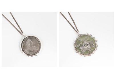 Chaîne et son pendentif en argent et métal...