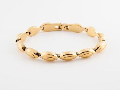 Bracelet articulé en métal doré à maillons...