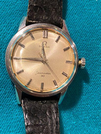 OMÉGA. Bracelet montre en acier Sea Master...