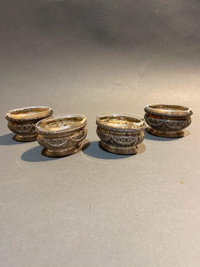 PUIFORCAT. Série de quatre salerons en argent...