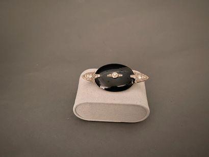 Broche Art Déco en or gris 750 °/°° et platine...