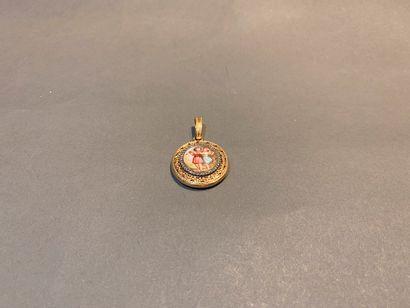 Locket ajouré en or 750 °/°° à décor d'une...
