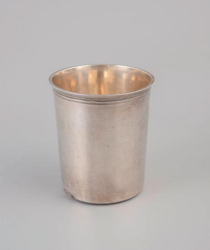 Timbale droite en argent au vieillard 950°/°°...