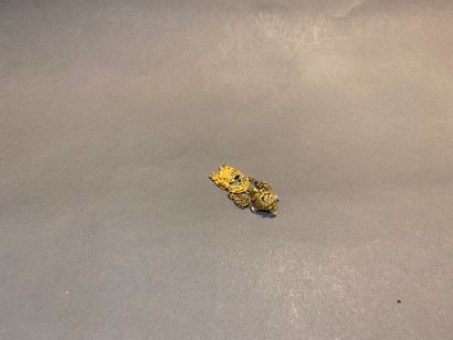 Elément de broche à décor oriental en or...