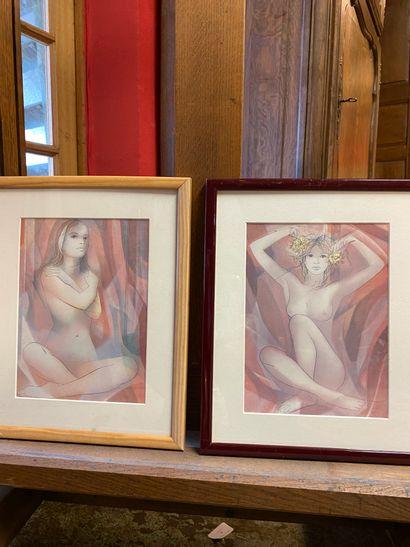 Deux reproductions  Femmes  Dans des cadres...