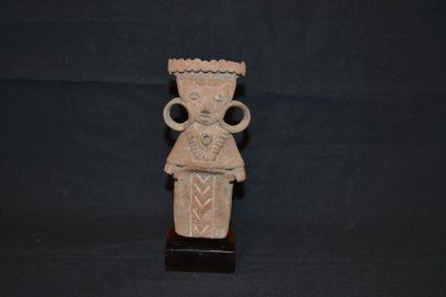 Statuette représentant un personnage debout,...