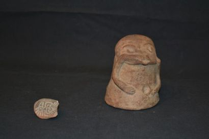 Grenouille en terre cuite. H. : 10,50 cm...