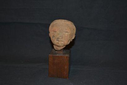 Tête sculptée en terre cuite H. : 8 cm