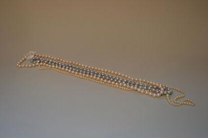 Lot de deux sautoirs de perles de culture...
