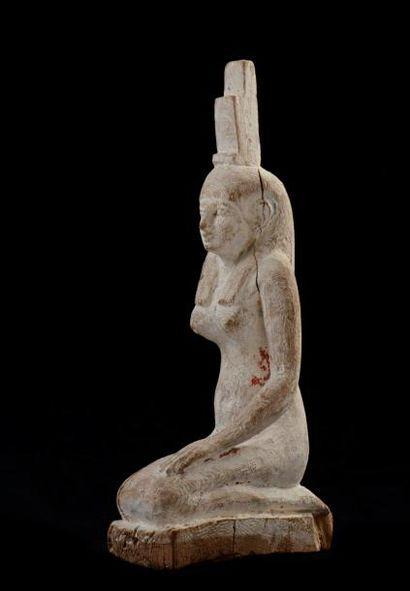 Grande statuette d'Isis agenouillée la main...