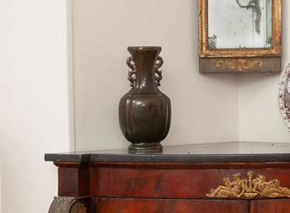 Chine XVIIIe siècle. Vase balustre à col...