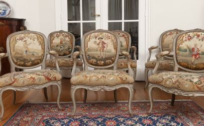 Six fauteuils en hêtre mouluré et sculpté. Recouverts d'une tapisserie d'Aubusson...