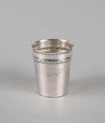 Timbale en argent 950 °/°° à frise de laurier...
